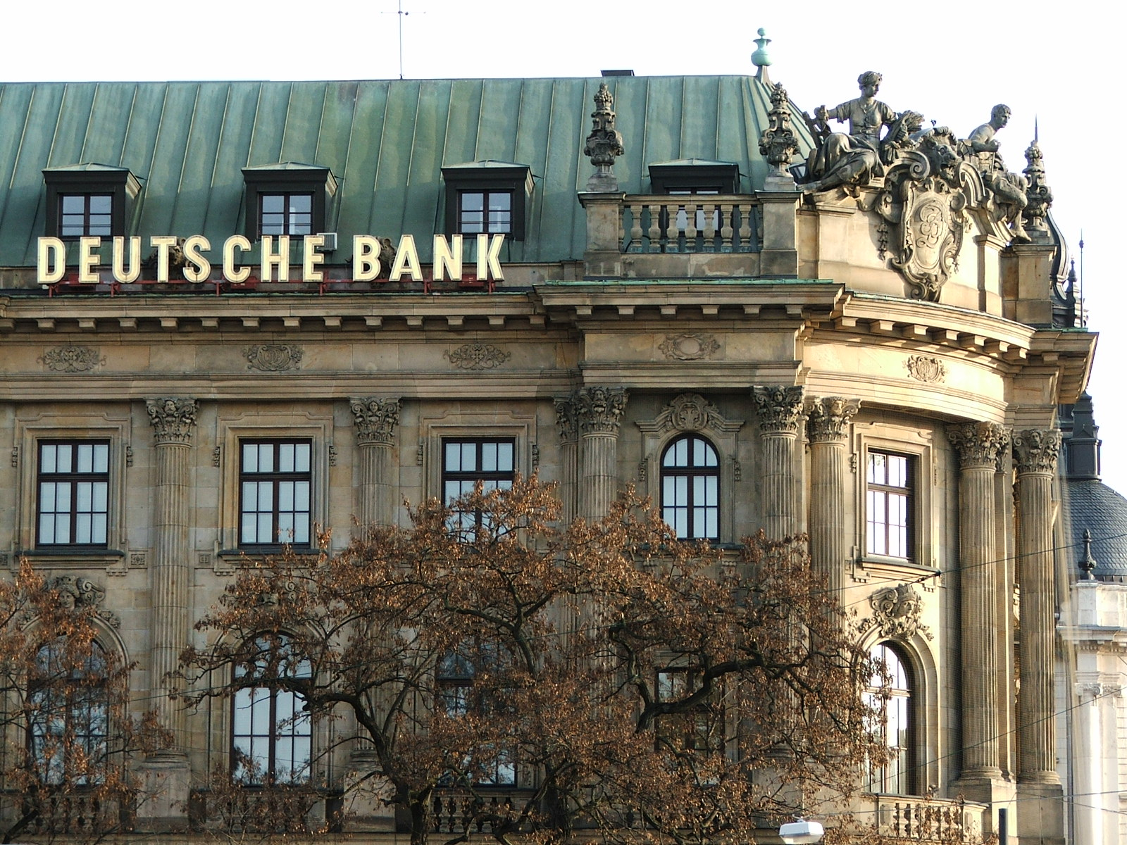 La piccola procura di Trani ha aperto un fascicolo di inchiesta a carico della Deutsche Bank di Francoforte