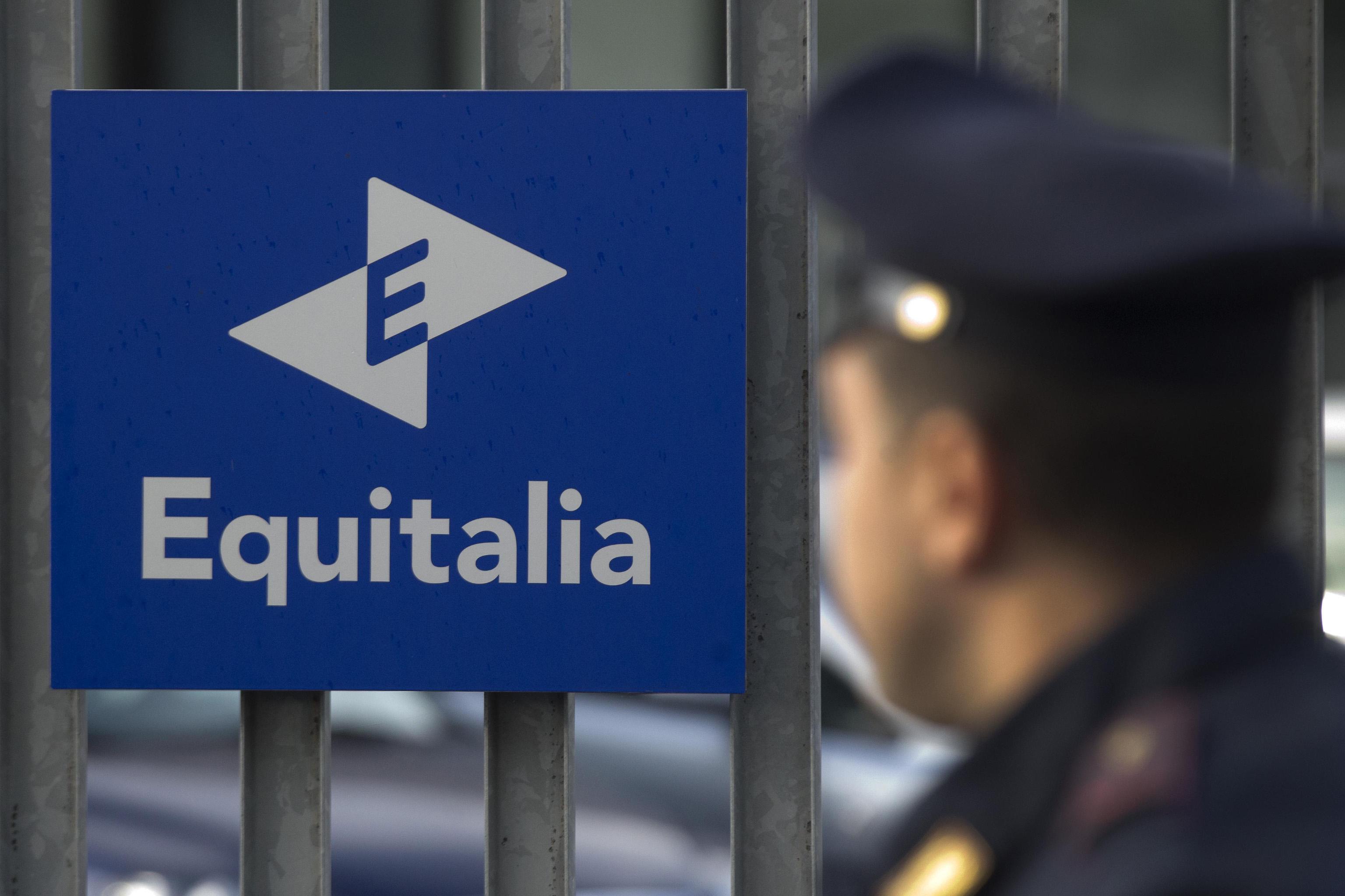 Renzi annuncia abolizione di Equitalia