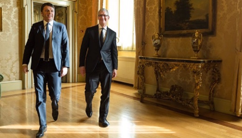 tim cook dio apple in visita in italia