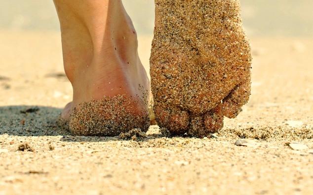 xA-piedi-nudi-sulla-sabbia.jpg.pagespeed.ic_.p4CrfH_b64