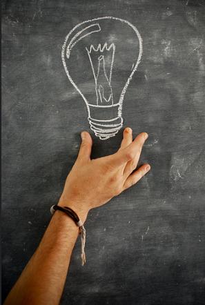 idea-lampadina-mano