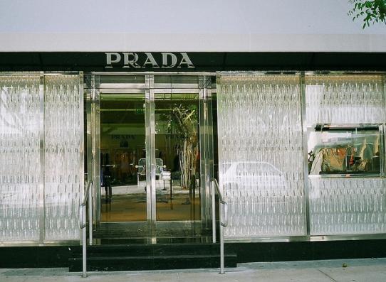 luxury brand - negozio Prada
