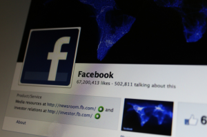 facebook - cellulare customizzato