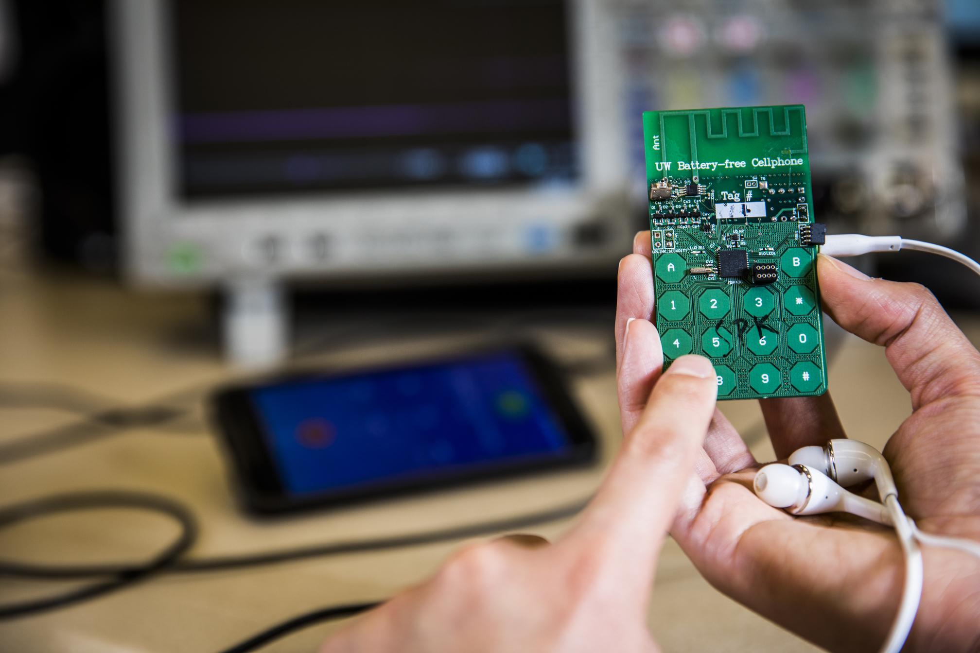 Il cellulare senza batteria è stato sviluppato nei laboratori dell'Università di Washington