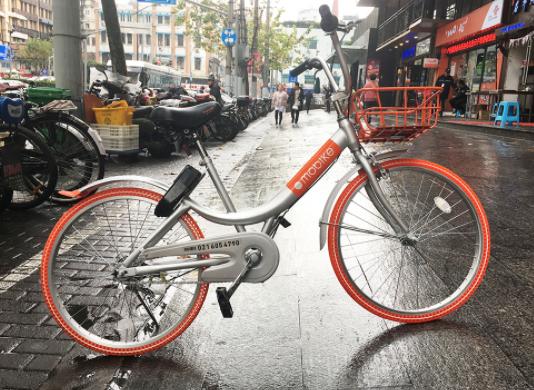 bike sharing - una bici Mobike nel centro urbano