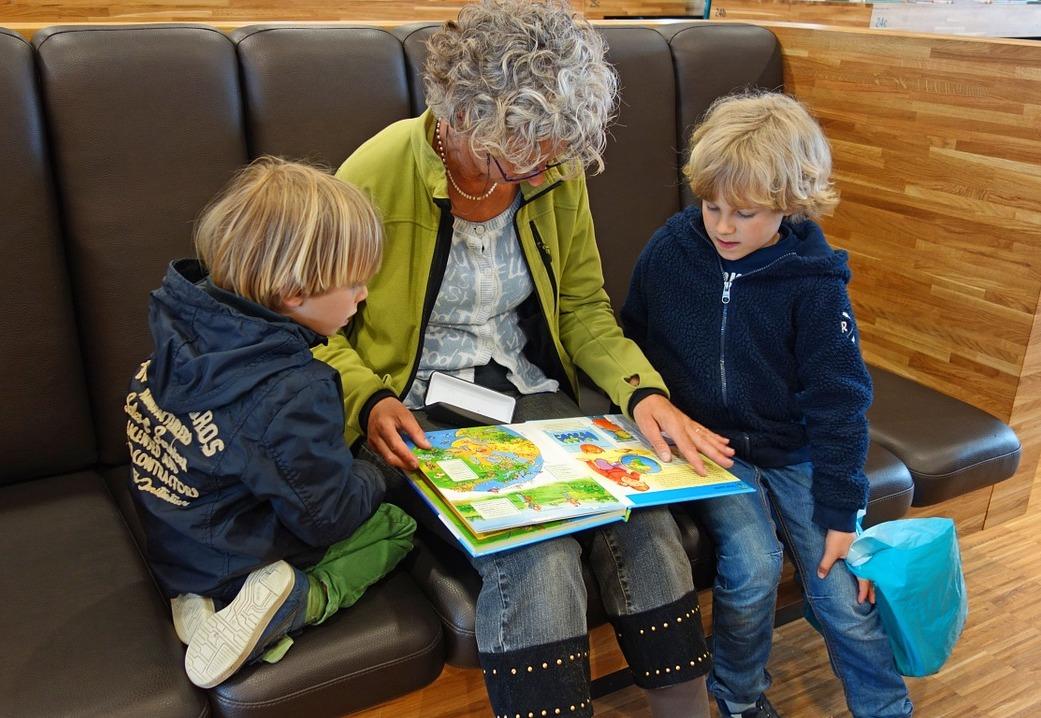 Nonni e nipoti: vivere la pensione all'estero migliora la qualità dei rapporti