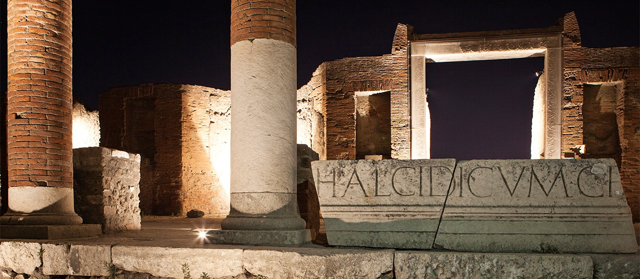 pompei by night