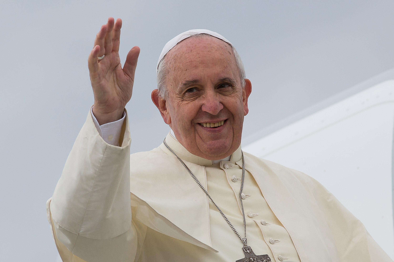 Papa Francesco lavori umili inserviente