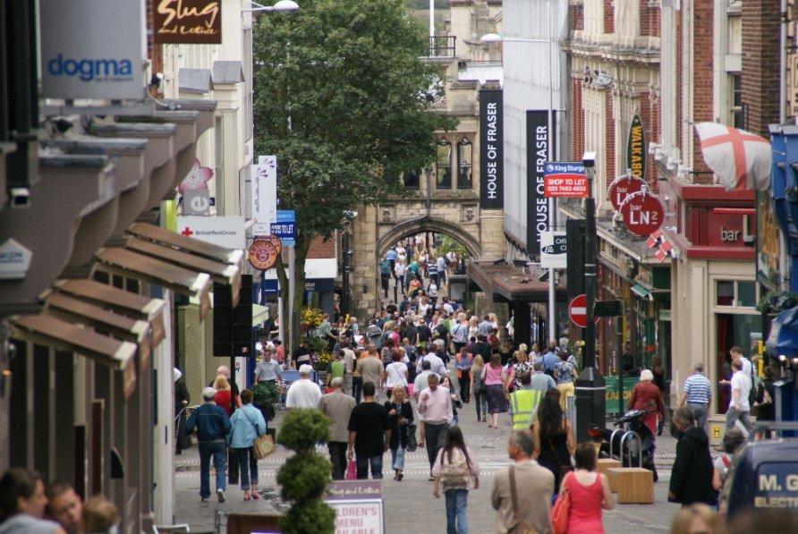Le high streets di Londra sono sempre meno numerose a causa dell'avvento dell'e-commerce