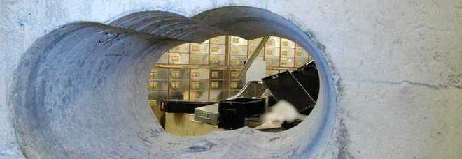 Caveau svaligiato grazie a tunnel sotterraneo