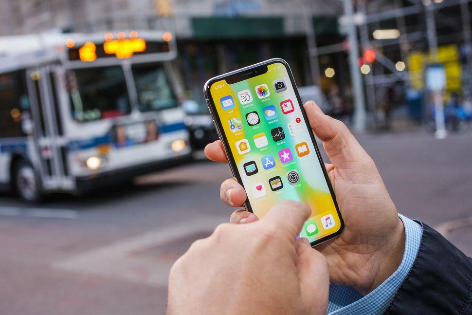 Altri problemi di sicurezza per iPhone X: madre mostra il suo telefono sbloccato dal volto del figlio 28