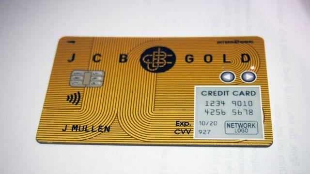 carta-di-credito-con-antenna-cellulare