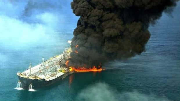 cina-petroliera-affonda