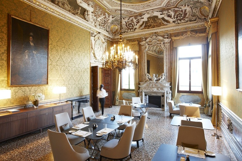Aman-Canal-Grande-Venice-Yellow-Dining-Room-800x533