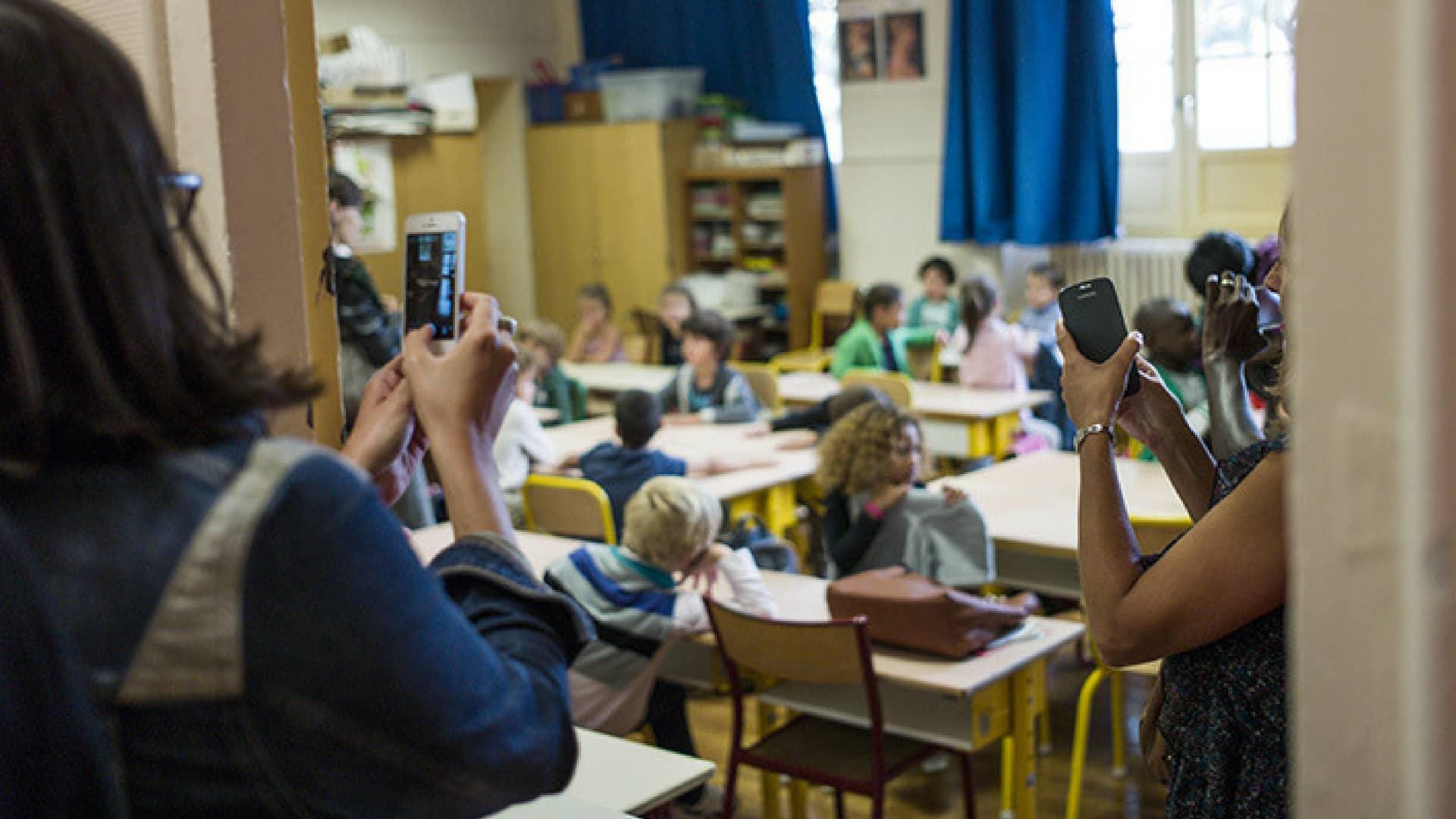 francia-divieto-cellulari-a-scuola