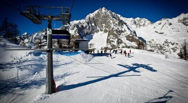 Vogliono sciare con 600 morti al giorno, non siamo un Paese normale