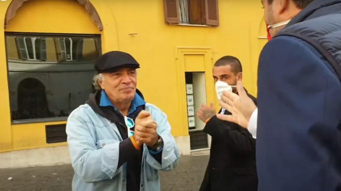 Scontro tra Enrico Montesano e la polizia sull'uso della mascherina: l'attore urla contro gli agenti. La moglie: