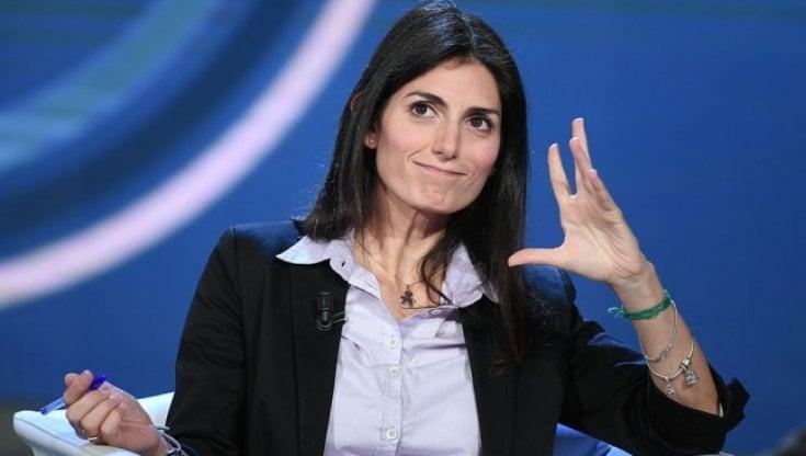 Grillo blinda Virginia Raggi come candidata al Campidoglio. Ma il M5S si divide