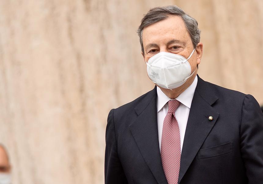"""Covid, Draghi a Bergamo: """"Dobbiamo sentirci uniti anche senza abbracciarci"""""""