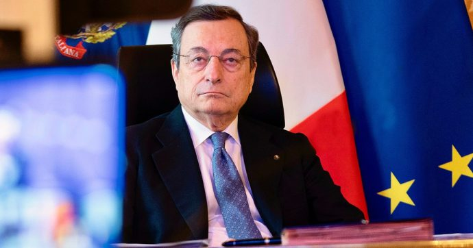 """L'annuncio di Draghi: """"Le scuole riapriranno fino alla prima media"""""""