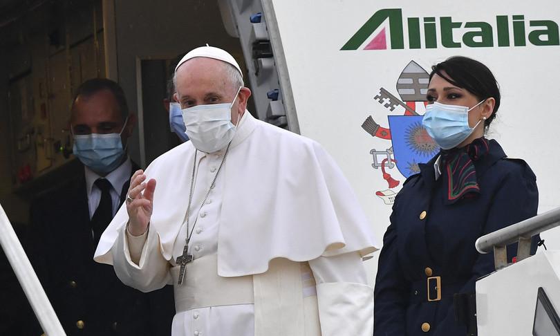 """L'appello di papa Francesco in Iraq: """"Le armi tacciano, ovunque"""""""