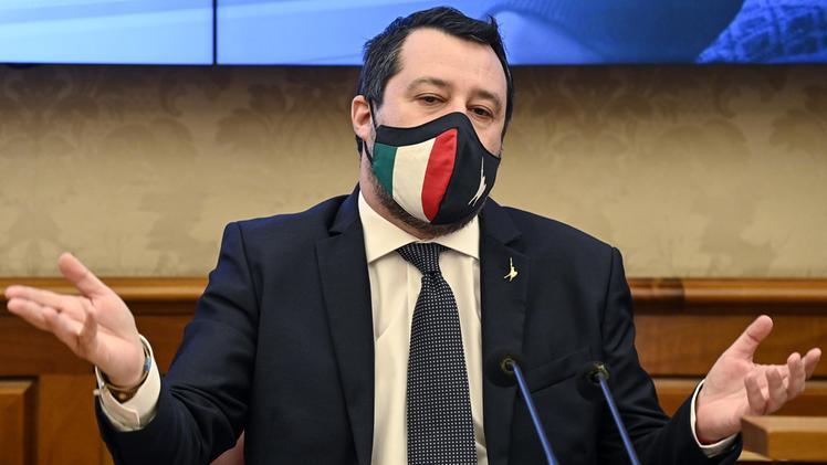 """Le due facce di Salvini: lui urla """"riapriamo tutto"""", il suo governo chiude l'Italia"""