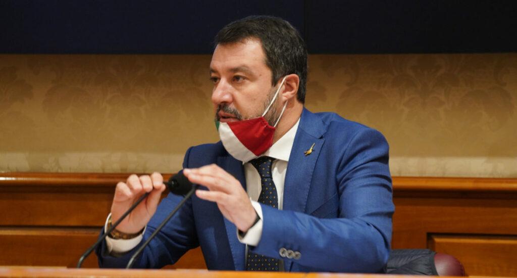 """Salvini fa dietrofront sulle riaperture: """"Giusta la linea di Draghi"""""""
