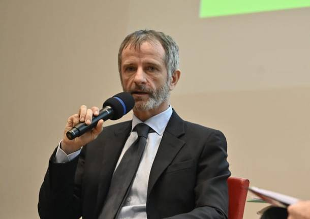 Camici-gate in Lombardia: arriva la Finanza e l'assessore leghista cancella WhatsApp