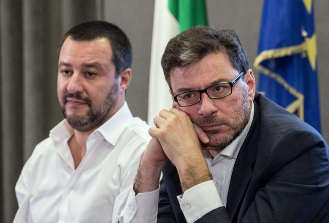 Salvini-Giorgetti, nuova rottura: il ministro non firma la petizione anti-coprifuoco
