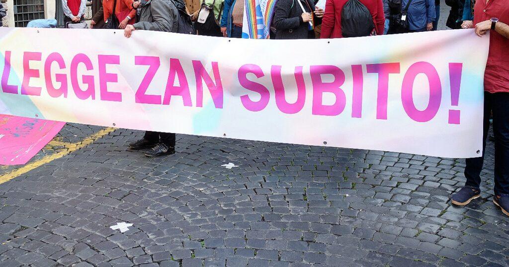 Gli italiani vogliono la legge Zan: oltre 500 mila firme per superare l'ostruzionismo della Lega