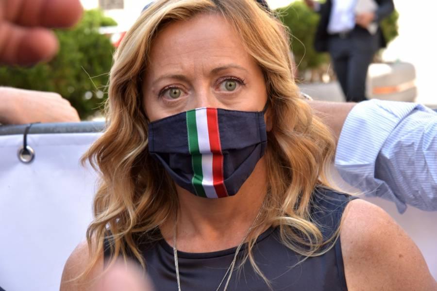 La campagna di Giorgia Meloni contro le mascherine? Per la scienza, è completamente sbagliata