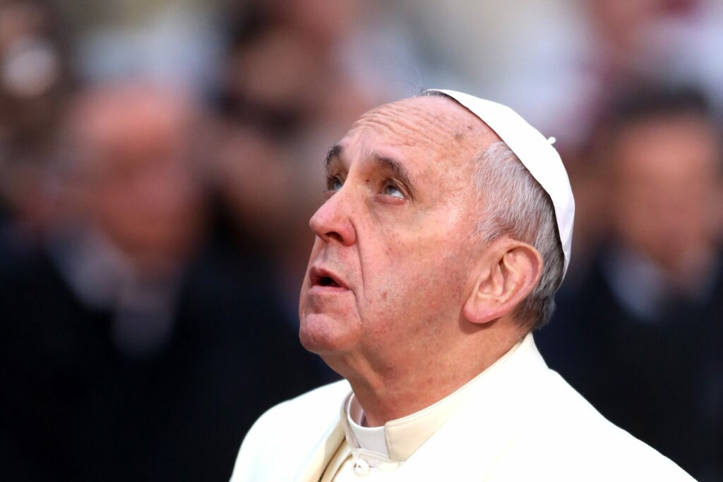 Vaticano, l'omaggio a sorpresa di Papa Francesco al suo fedele autista Renzo