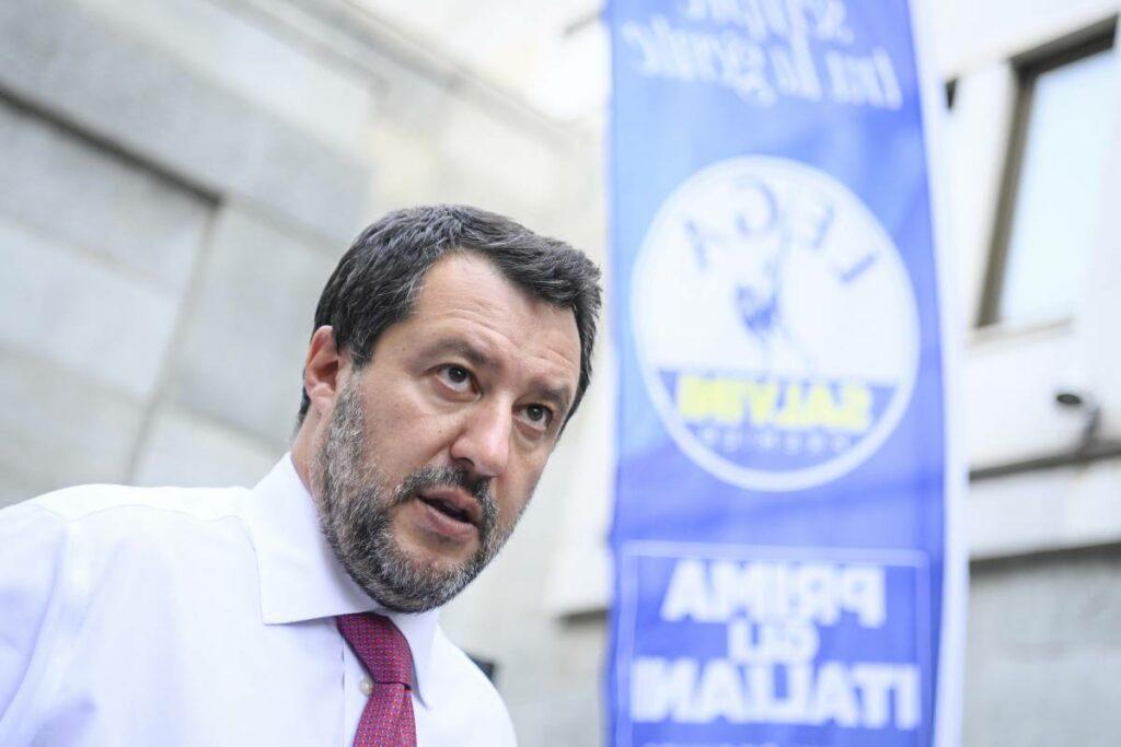 """Agenti arrestati per tortura sui detenuti, Salvini: """"Io sto dalla loro parte"""""""