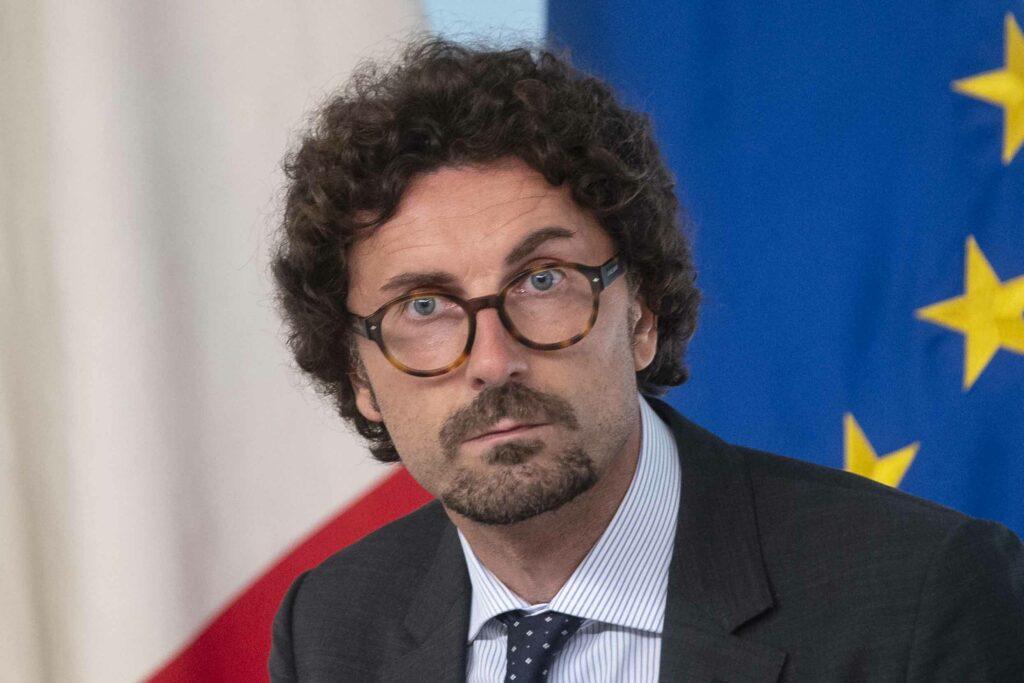 """Caos vaccini, Toninelli: """"Conte e Arcuri sarebbero stati crocifissi"""""""