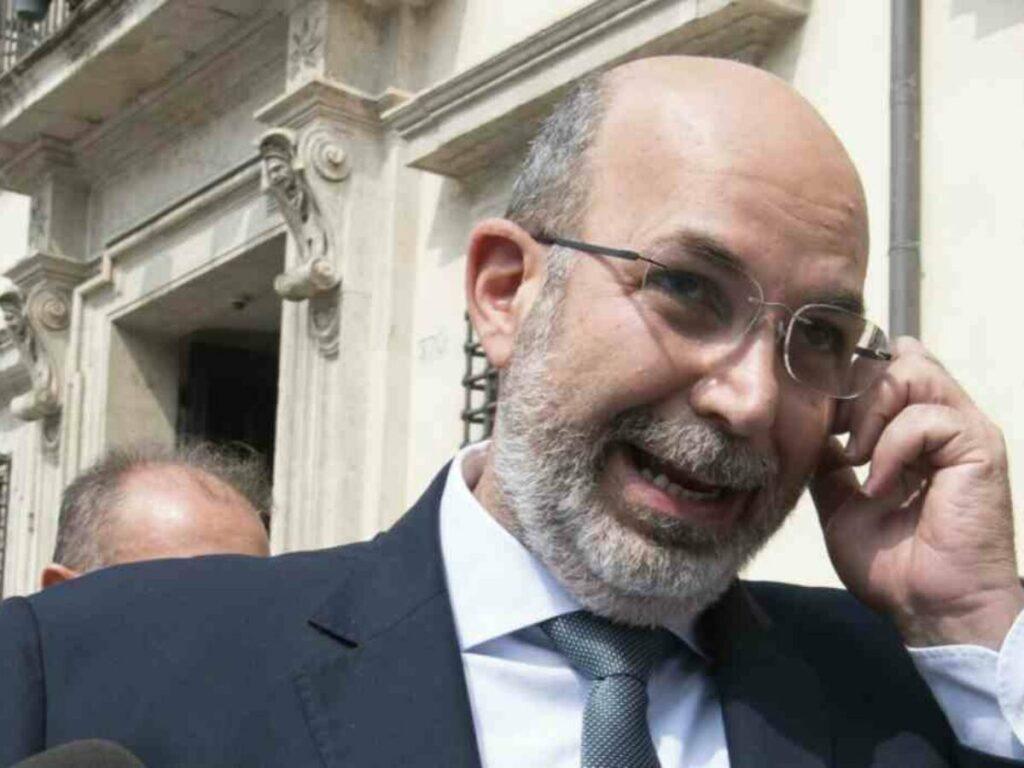 Vito Crimi contro Grillo: il reggente annuncia l'addio al M5S