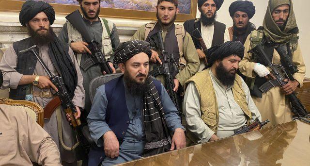 """Ecco perché la svolta """"moderata"""" dei talebani non convince l'Occidente"""