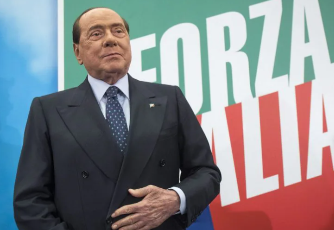 Berlusconi ricoverato a Milano. Ed è giallo sul suo successore alla guida di Forza Italia