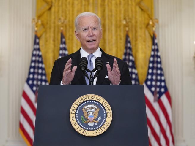 Tutti contro Biden: dopo la fuga dall'Afghanistan, il presidente Usa finisce massacrato