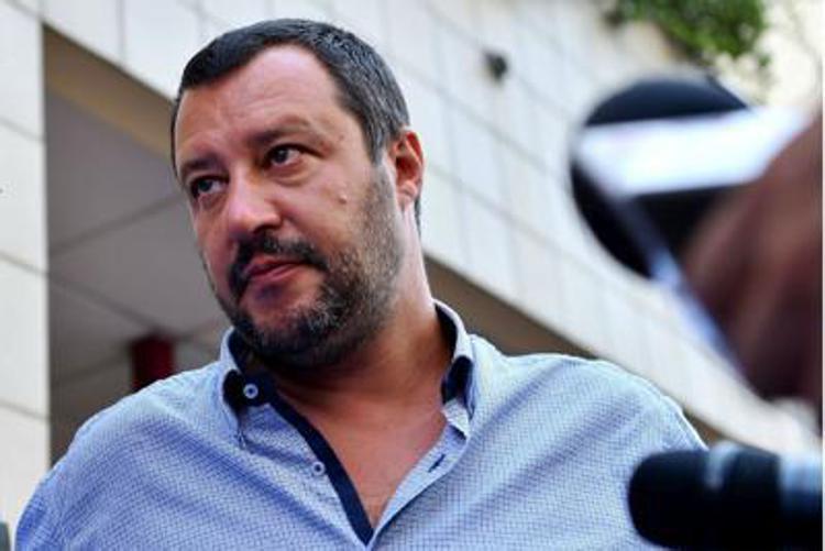 """La famiglia afghana secondo Salvini: madre, figlio e """"potenziale terrorista"""""""