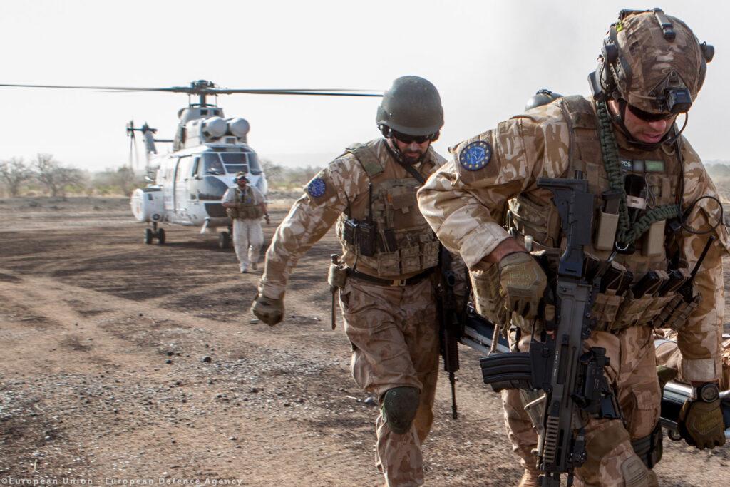 Seimila soldati e un comando unico: così nasce l'esercito europeo