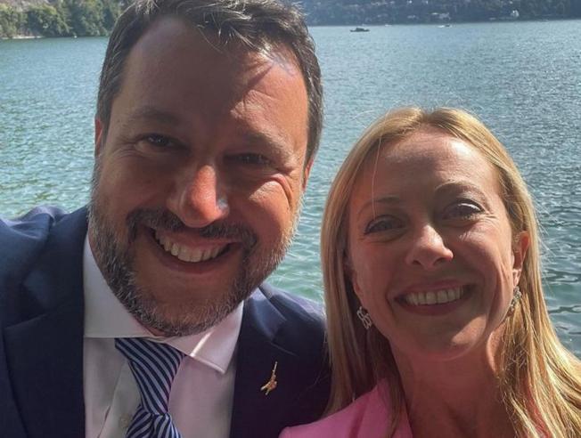Tra un selfie e l'altro, il patto Salvini-Meloni per andare al voto uniti
