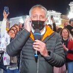 Manifestanti a Trieste bruciano cartello contro Draghi