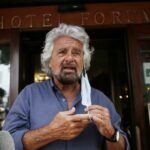 La proposta di Grillo sul green pass fa esplodere i social