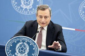 Linea dura di Draghi sul green pass