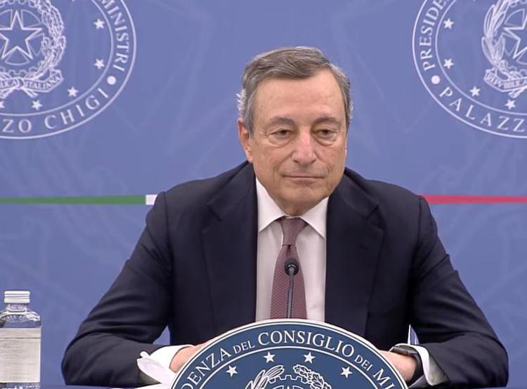 """Draghi: """"Ancora troppi morti di Covid. I vaccini? Salvano vite"""""""