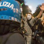Anche anarchici e comunisti contro il green pass
