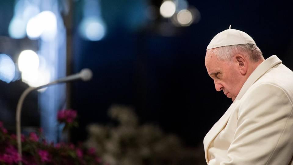 """Pedofilia in Francia, Papa Francesco: """"È il momento della mia vergogna, della nostra vergogna"""""""